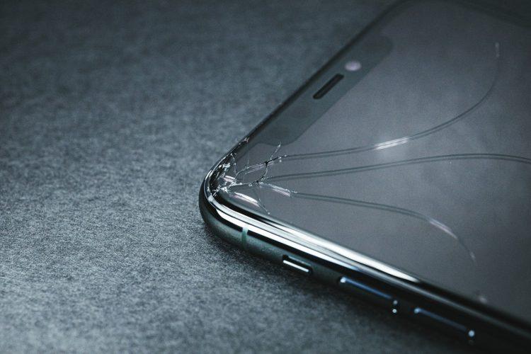 iPhoneヒビ修理